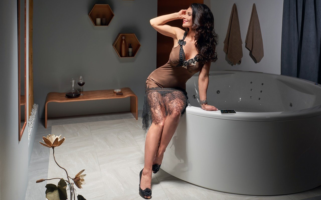 Aquatica allegra wht spa jetted bathtub int web 02