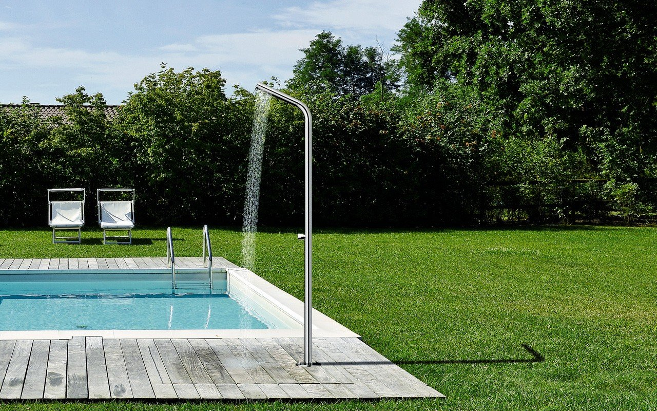 Gamma 514 freestanding outdoor shower 02 (web)