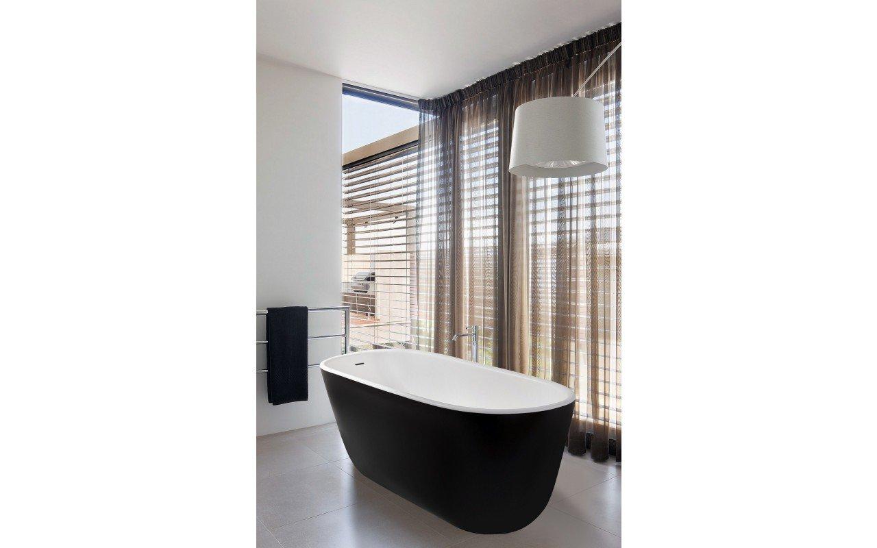 Lullaby-Mini-Black, la vasca da bagno freestanding Aquatica in pietra AquateX