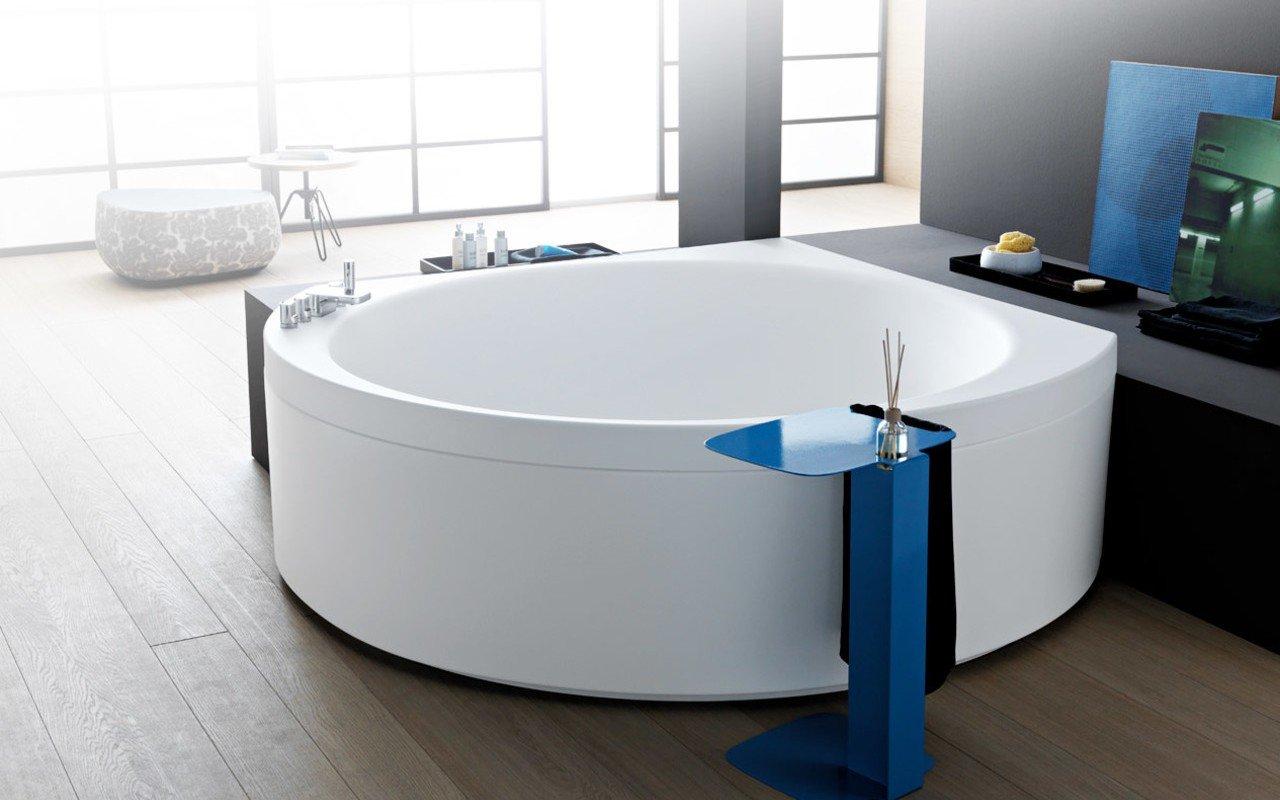 Suri wht corner velvetty acrylic bathtub 03 (web)