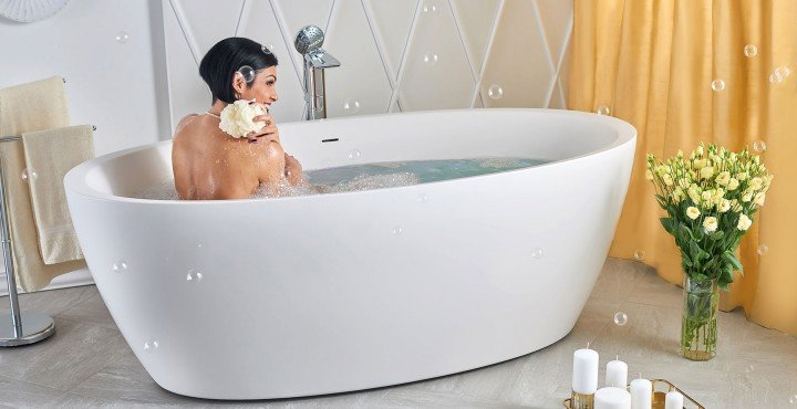 Sensuality wht freestanding oval solid surface bathtub by Aquatica 06 04 16––16 17 39 1 WEB