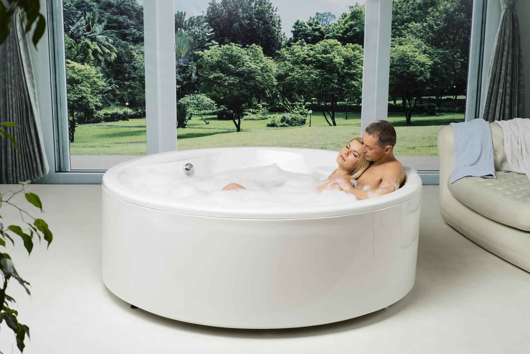 Allegra-Wht vasca da bagno freestanding Aquatica in materiale acrilico