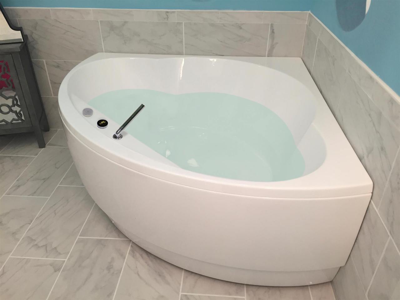 Vasca Da Bagno Angolare Chiusa : Cleopatra wht la vasca da bagno ad angolo di aquatica in materiale