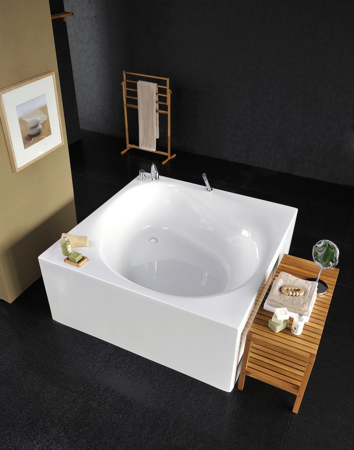 Aquatica Liquid Space, la vasca da bagno quadrata e freestanding